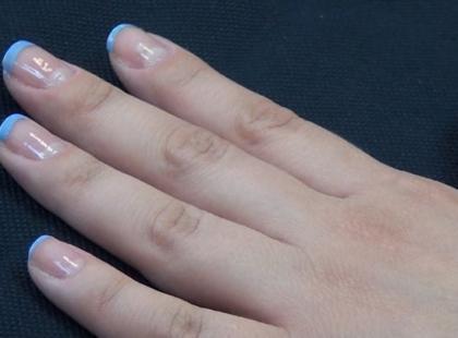 Niebieski french na lato
