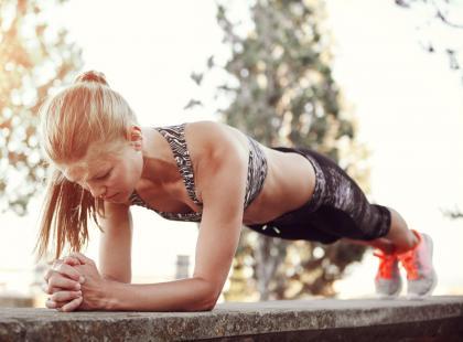 Niedoceniane ćwiczenie, które pomoże wzmocnić mięśnie brzucha