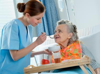 Opieka nad chorą osobą/fot. Fotolia
