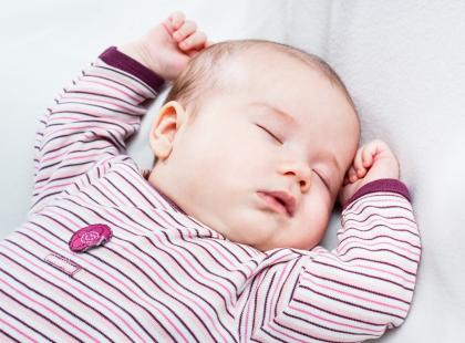 Niemowlę udusiło się podczas spania z rodzicami
