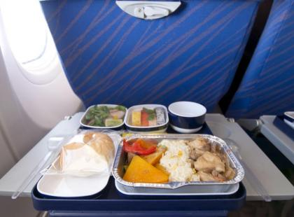 Niesmaczne wyżywienie podczas urlopu – gdzie po odszkodowanie?