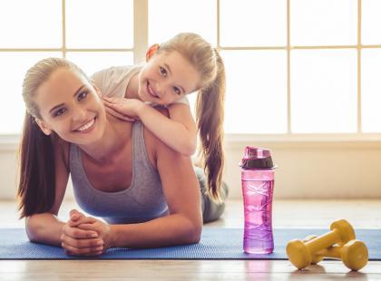 Niezbędnik aktywnej mamy i córki, czyli czego nie może zabraknąć w jadłospisie w dniu treningu?