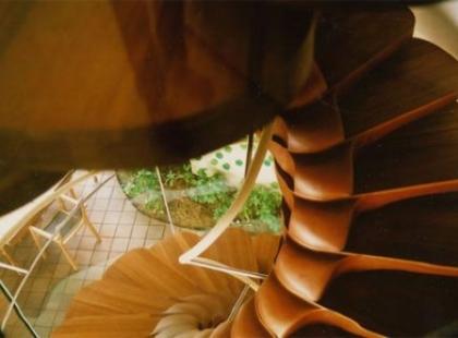 Niezwykłe schody na zwykłe piętro