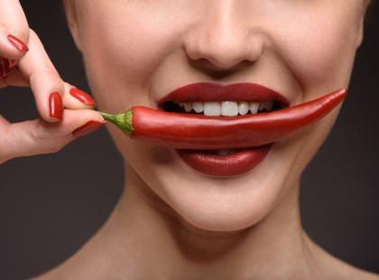 Nowe niebezpieczne internetowe wyzwanie: zjadanie piekielnie ostrych papryczek. U jednej osoby spowodowały już dziurę w przełyku!