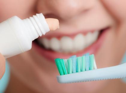 Nowy, dziwaczny sposób na sprawdzenie, czy jest się w ciąży: pasta do zębów. Czy to działa?