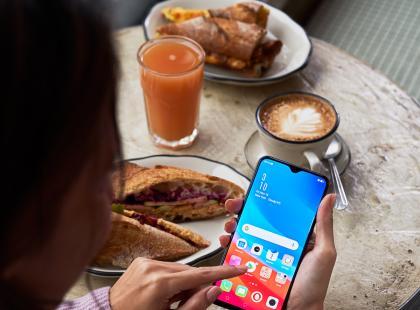 Nowy smartfon na polskim rynku! Robi świetne selfie i kochają go celebryci!