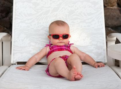 Dziecko w okularach przeciwsłonecznych / fot. Fotolia