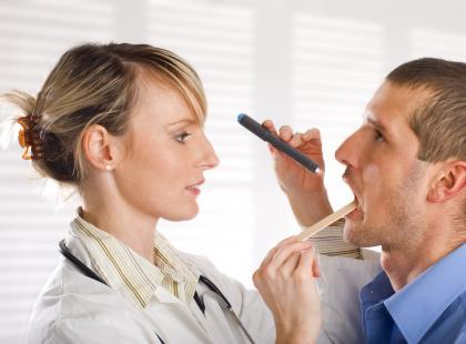 O czym świadczy ból gardła?
