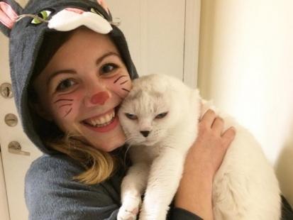 O tym, jak głuchy kotek bez uszu odmienił życie pewnej dziewczyny