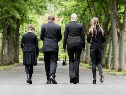 O umieraniu i żałobie – kiedy milczenie jest skarbem. Wywiad z psycholog z hospicjum onkologicznego