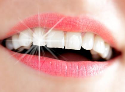 Obalamy 7 mitów na temat wybielania zębów