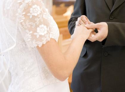 Obrączki ślubne z białego złota i palladu - dlaczego warto rozważyć ich wybór?