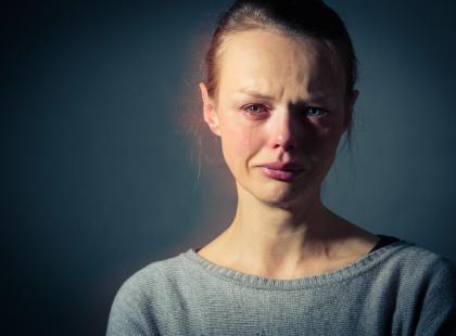 Od smutku do euforii – ta choroba objawia się skrajnymi emocjami i może prowadzić do tragedii…