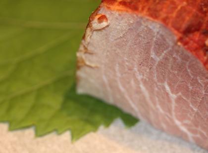 Praską szynkę najlepiej podawać upieczoną w cieście chlebowym. Czesi lubią też parówki i różne wędliny.