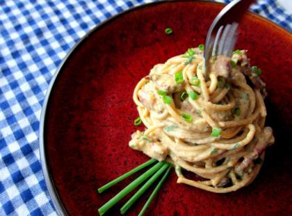 Odchudzone spaghetti carbonara - Kasia gotuje z Polki.pl [video]