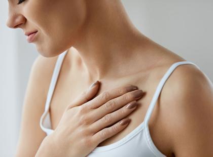 Odczuwasz ból w klatce piersiowej? Sprawdź, co może być jego przyczyną