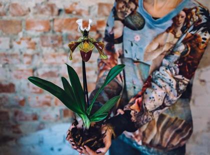 Oddycha zielonym i zielonym żyje. Pani Kwiatkowska - nie kwiaciarka. Florystka