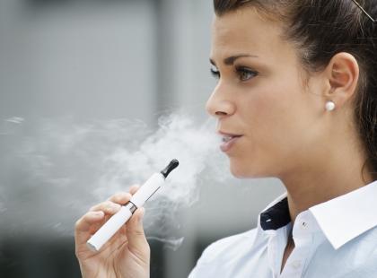 Odkrycie naukowców: pewne aromaty do e-papierosów są szczególnie niebezpieczne. Które i dlaczego?