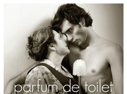 Odświeżacz do toalety też ma pikantną reklamę