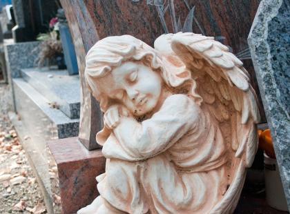 Odszkodowanie za uszkodzony pomnik? Ubezpieczenia nagrobków coraz bardziej popularne w Polsce