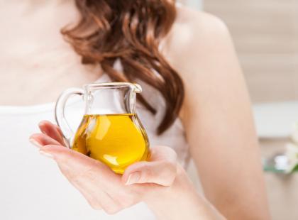 Olejek rycynowy to kosmetyk za grosze! 7 powodów, dla których warto go używać