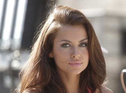Opalona Natalia Siwiec na planie nowego serialu
