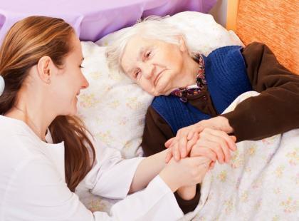 Opieka dla seniora - gdzie szukać pomocy?