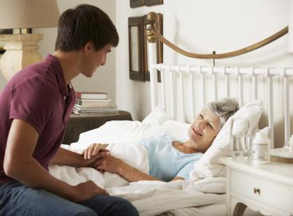 Opiekun i pielęgniarz – zawód dobry dla mężczyzny?