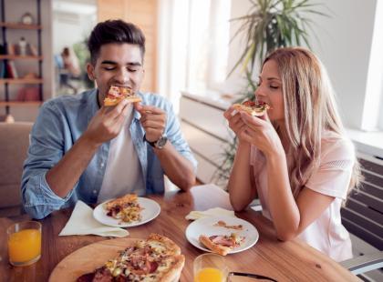 Osoby spod tych znaków najbardziej na świecie kochają jedzenie! Jesteś w rankingu?