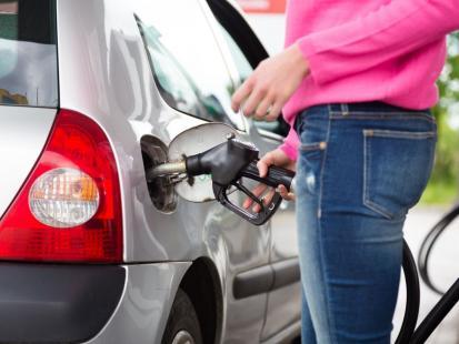Oszczędzisz więcej! Ceny paliw idą w dół