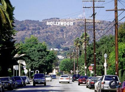 """Oto niezwykła historia legendarnego napisu """"Hollywood""""! Jak wyglądał prawie 100 lat temu?"""