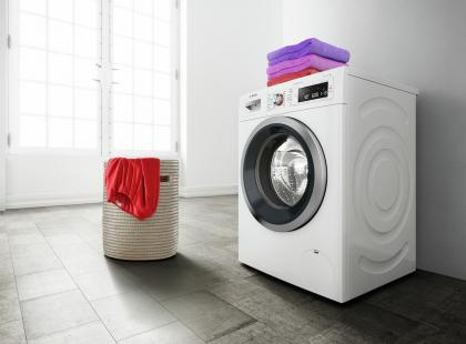 Oto pralka, która czasem pierze bez wody i bez proszku. Zobacz co wymyślił Bosch!