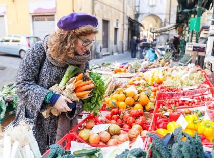 Owoce i warzywa sprzedawane jesienią i zimą na bazarach mogą być rakotwórcze