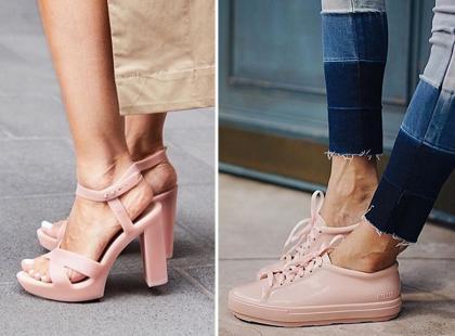 Pachną landrynkami i są wykonane z gumy. Mowa o najmodniejszych butach na lato 2018!