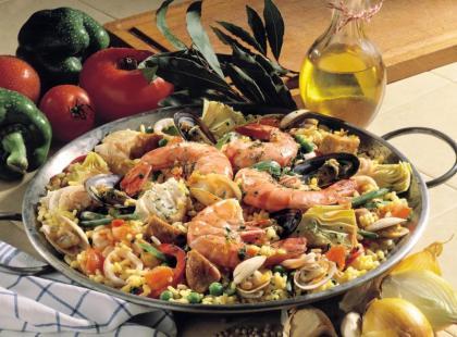 Paella z kuszącymi owocami morza