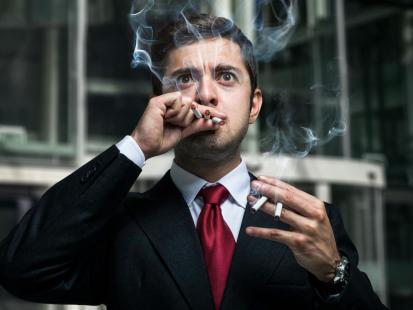 Palisz papierosy? To zmniejsza twoją efektywność w pracy!
