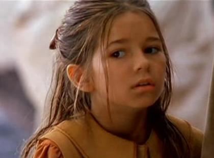"""Pamiętacie Nel z """"W pustyni i w puszczy""""? Zobaczcie, na jak piękną kobietę wyrosła Karolina Sawka"""