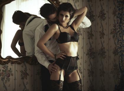Pas do pończoch – męski fetysz, który sprawdza się nie tylko w sypialni