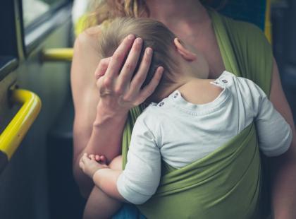 """Pasażerowie oburzeni: """"Jeszcze łóżko im wstawcie!"""". W autobusach będą specjalne strefy dla rodziców z dziećmi?"""