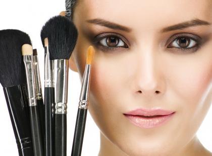 Pędzle do makijażu - czy umiesz się nimi posługiwać?