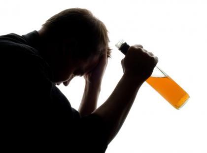 Picie alkoholu w młodym wieku trwale uszkadza mózg