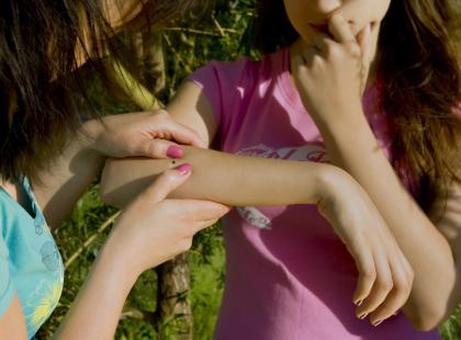 Pięciolatka nie mogła chodzi ani mówić. Badania potwiedziły groźną chorobę odkleszczową