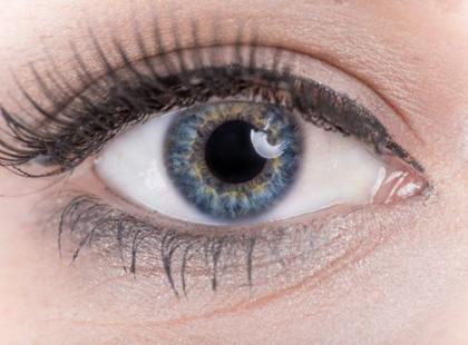 Pieką cię oczy? Sprawdź, czy to nie zapalenie spojówek!