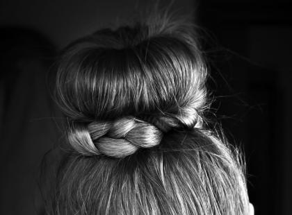 Piękne fryzury na komunię z warkoczem!