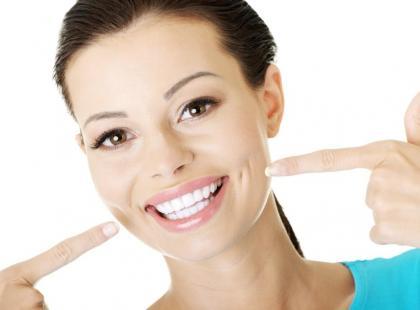 Piękne zęby bez paradontozy – 5 rad