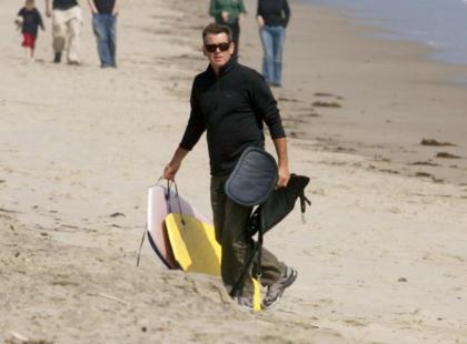 Pierce Brosnan uwielbia surfować