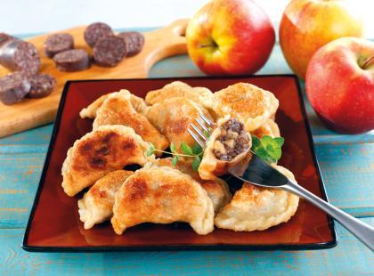 Pierogi z kaszanką i jabłkami