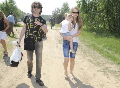 Piotr i Agata Rubikowie z dzieckiem na rajdzie samochodowym!
