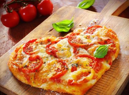 Pizza z cukinią i kozim serem - przepis