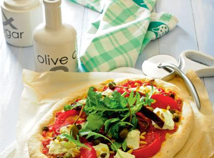 Pizza z rukoląi łososiem